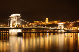 budapest-chain-bridge-at-night_3180_1